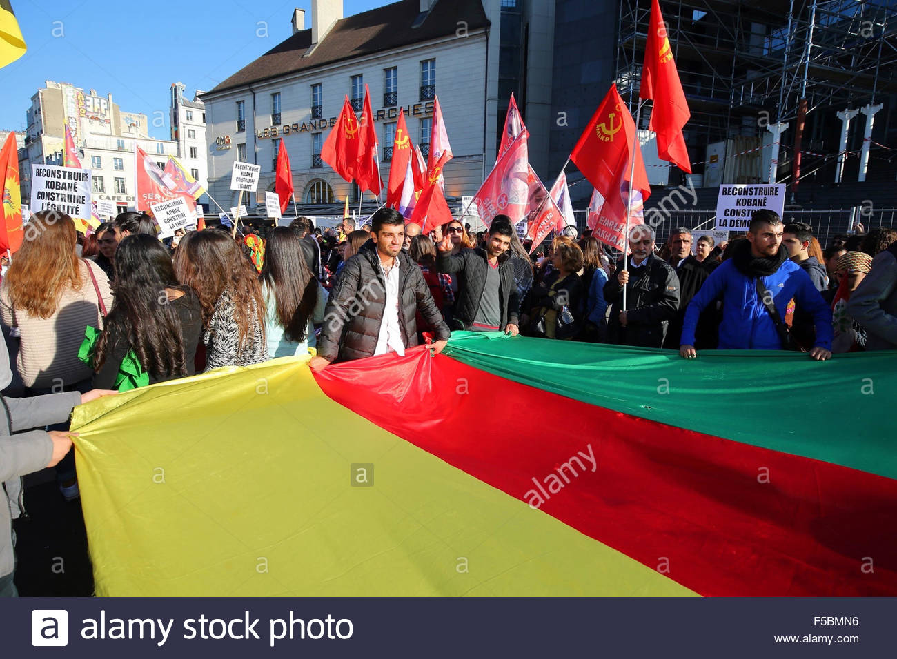 Paris, France. novembre 1st, 2015. FRANCE, Paris: People hold the kurdish flag during a pro kurdish demonstration Stock Photo
