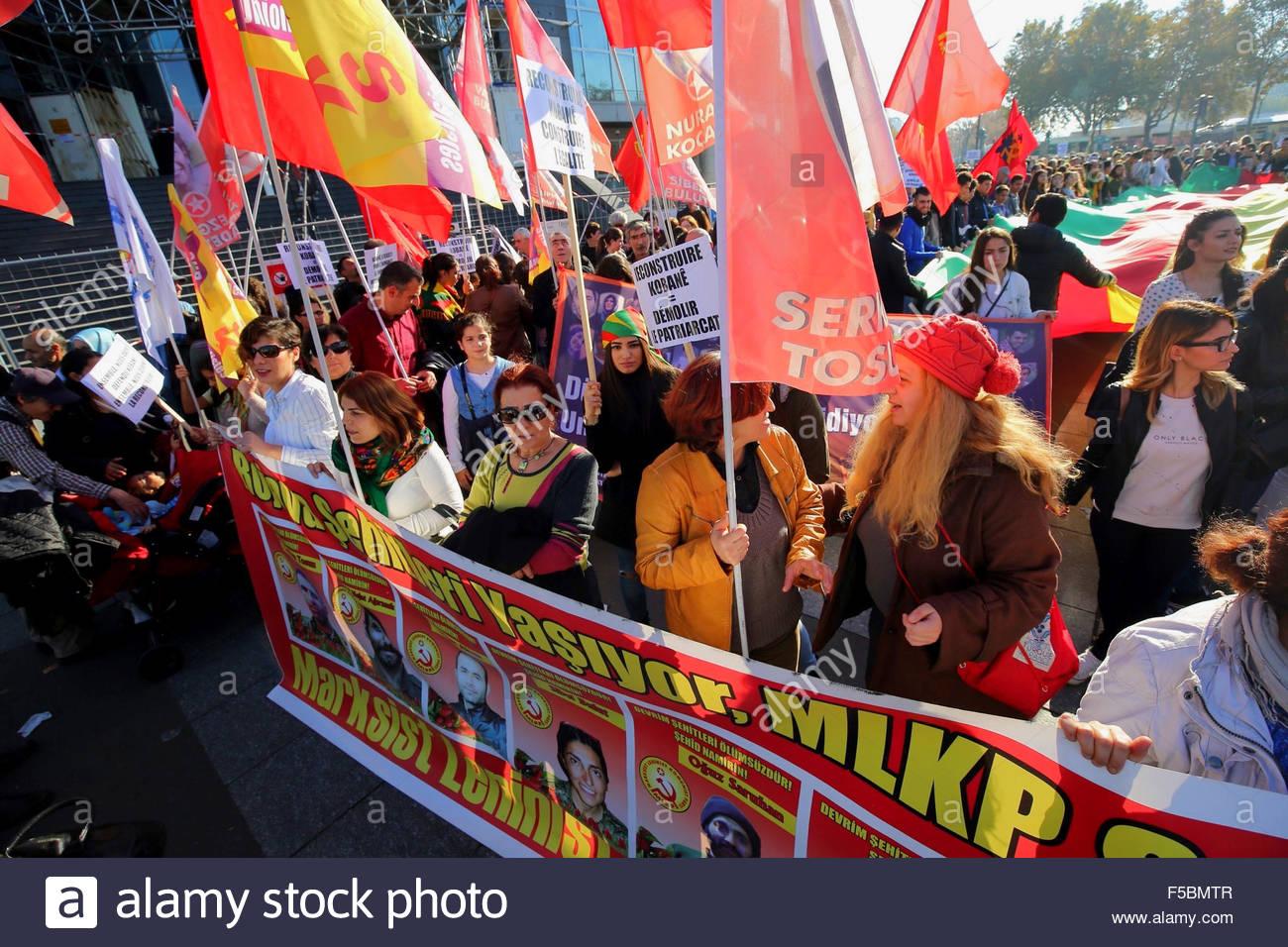 Paris, France. novembre 1st, 2015. FRANCE, Paris: People attend a pro kurdish demonstration in support of Kobane, Stock Photo