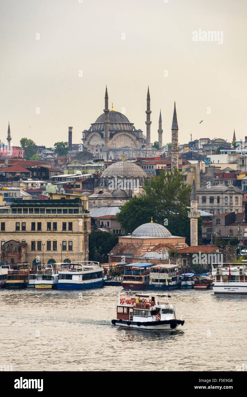 Cruise on the Golden Horn with Mosque behind, Istanbul, Turkey, Europe - Stock Image