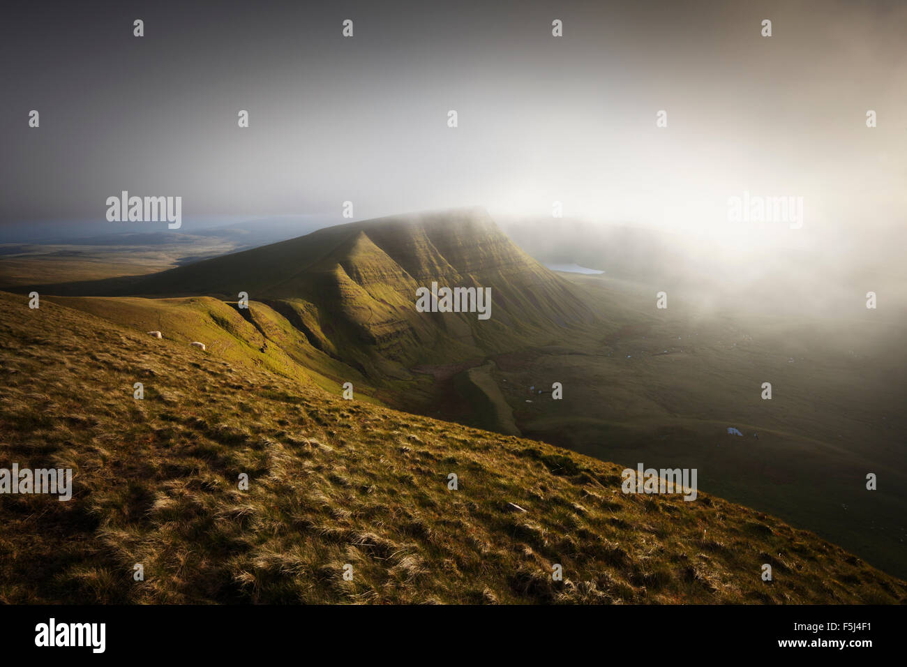 Mist rolling in over Picws Du. The Black Mountain. Brecon Beacons National Park. Carmarthenshire. Wales. UK. - Stock Image