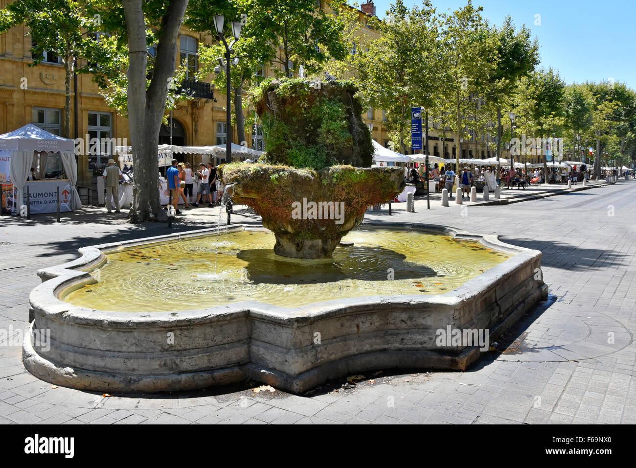 Aix en Provence South of France Cours Mirabeau boulevard and Fontaine des Neuf-Canons with all white Sunday street - Stock Image