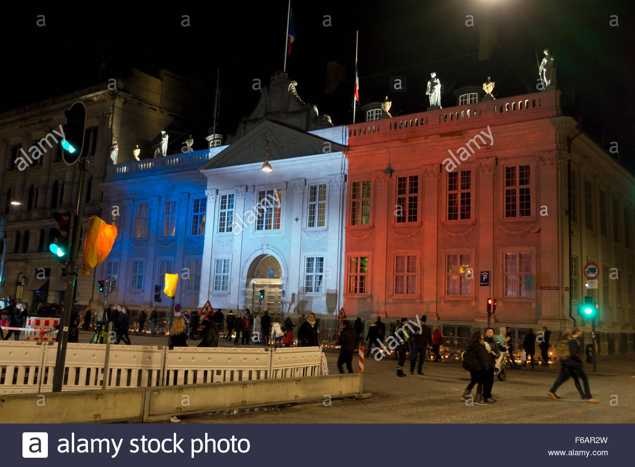 Copenhagen, Denmark, 15th November, 2015. Thousands of people in Copenhagen show their solidarity and sympathy with Stock Photo