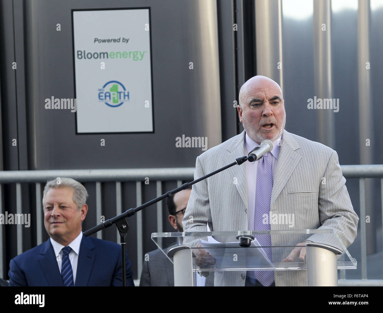 Los Angeles, California, USA. 19th Nov, 2015. Staples Center & L.A. LIVE President Lee Zeidman speaks during - Stock Image