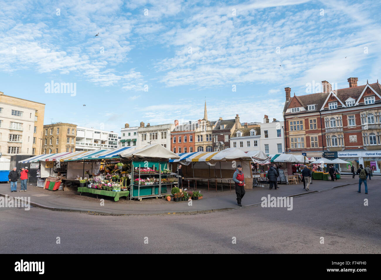view-of-market-square-and-daily-market-cambridge-city-cambridgeshire-F74FH0.jpg