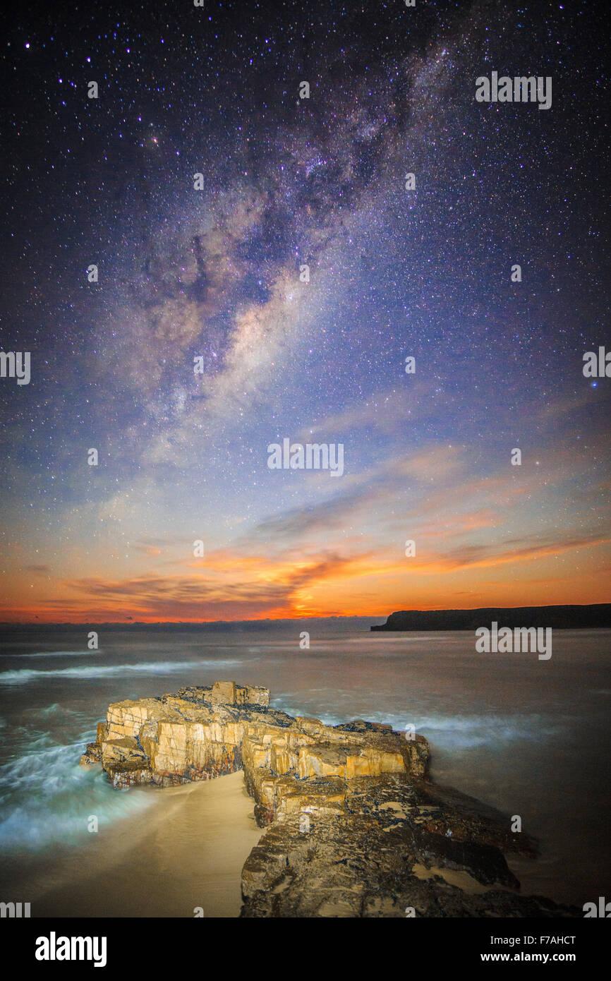 Moonrise under the milky way - Stock Image