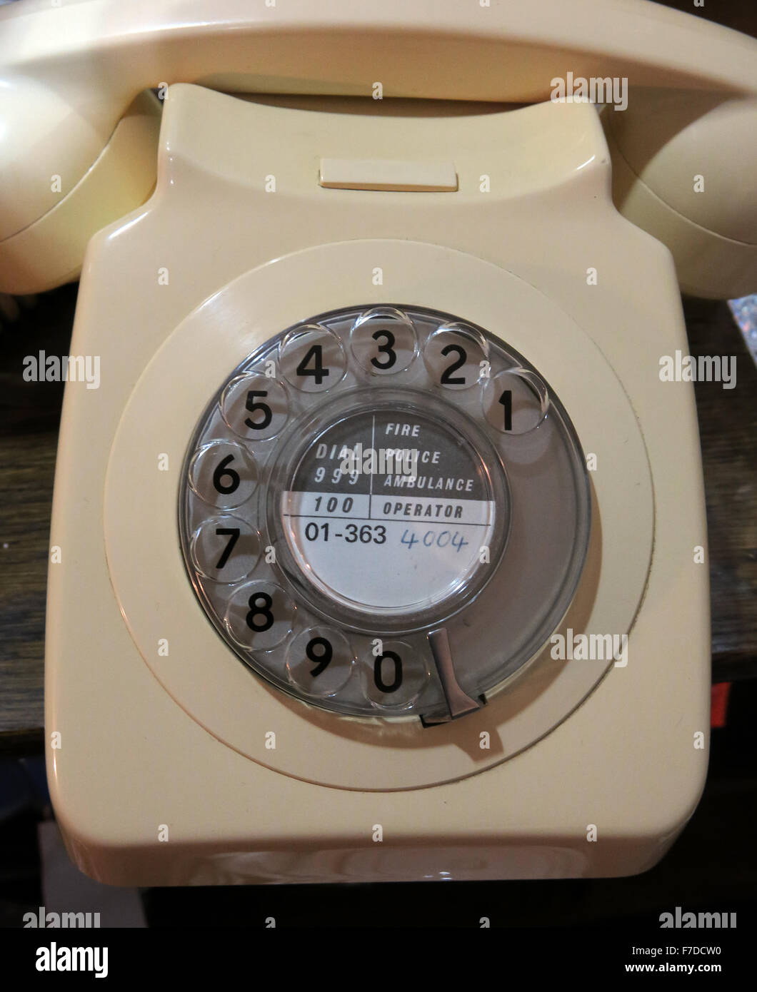 dial,code,old,fashioned,fashioned,ivory,BT,British,Telecom,British Telecom,phone,zero,for,operator,999,technology,emergency,comms,communication,operator,homephone,home,work,vintage,Great Britain,UK,GoTonySmith,Buy Pictures of,Buy Images Of