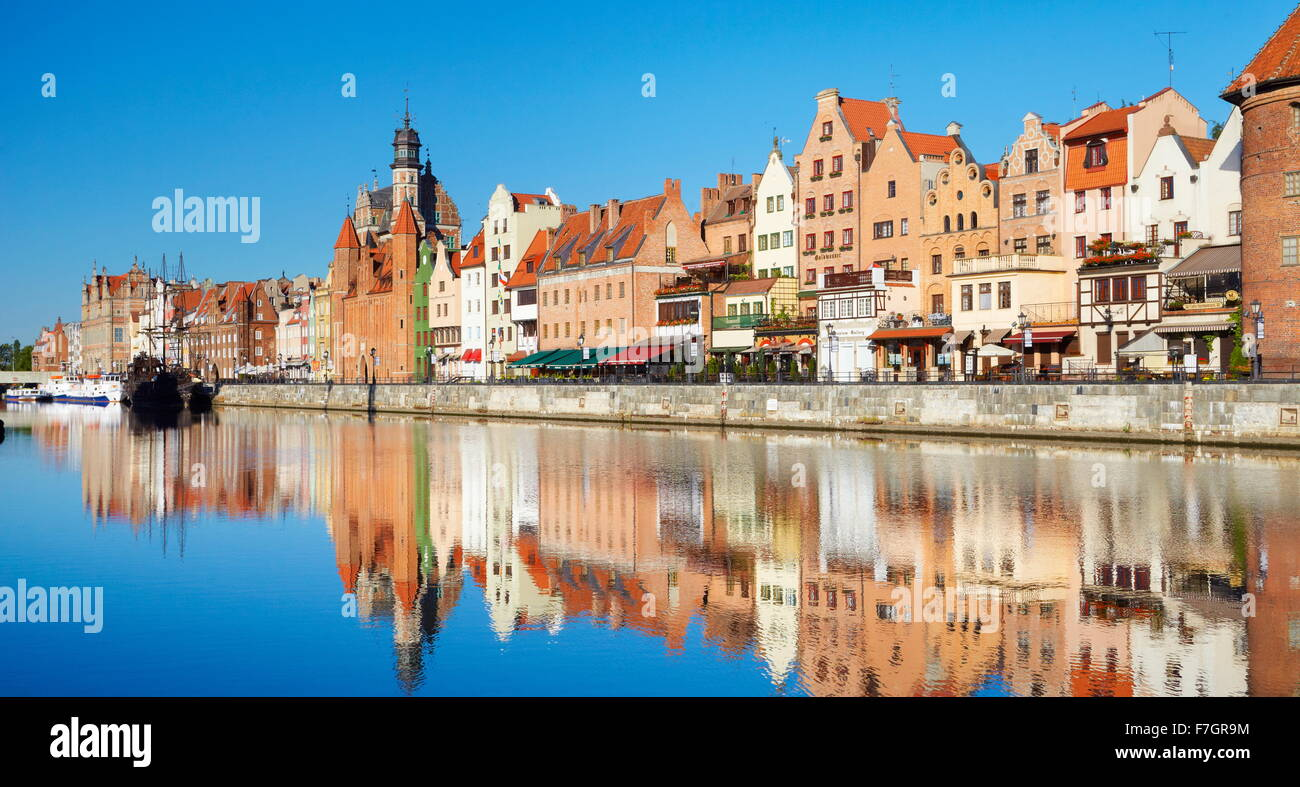 Gdansk Old Town, crane gate on the banks of the River Motlawa, Pomerania, Poland - Stock Image
