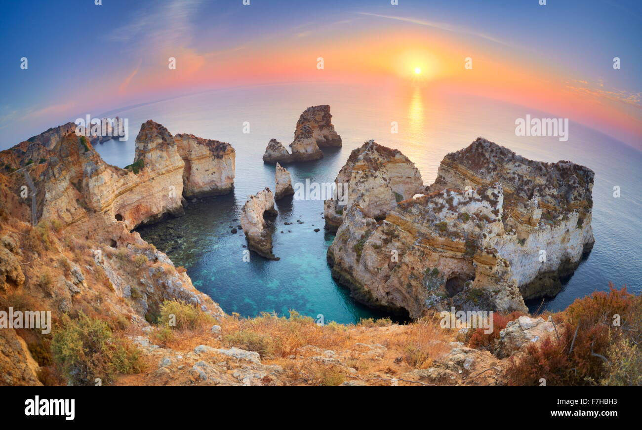 Sunrise at Algarve beach near Lagos, Ponta da Piedade, Algarve, Portugal - Stock Image