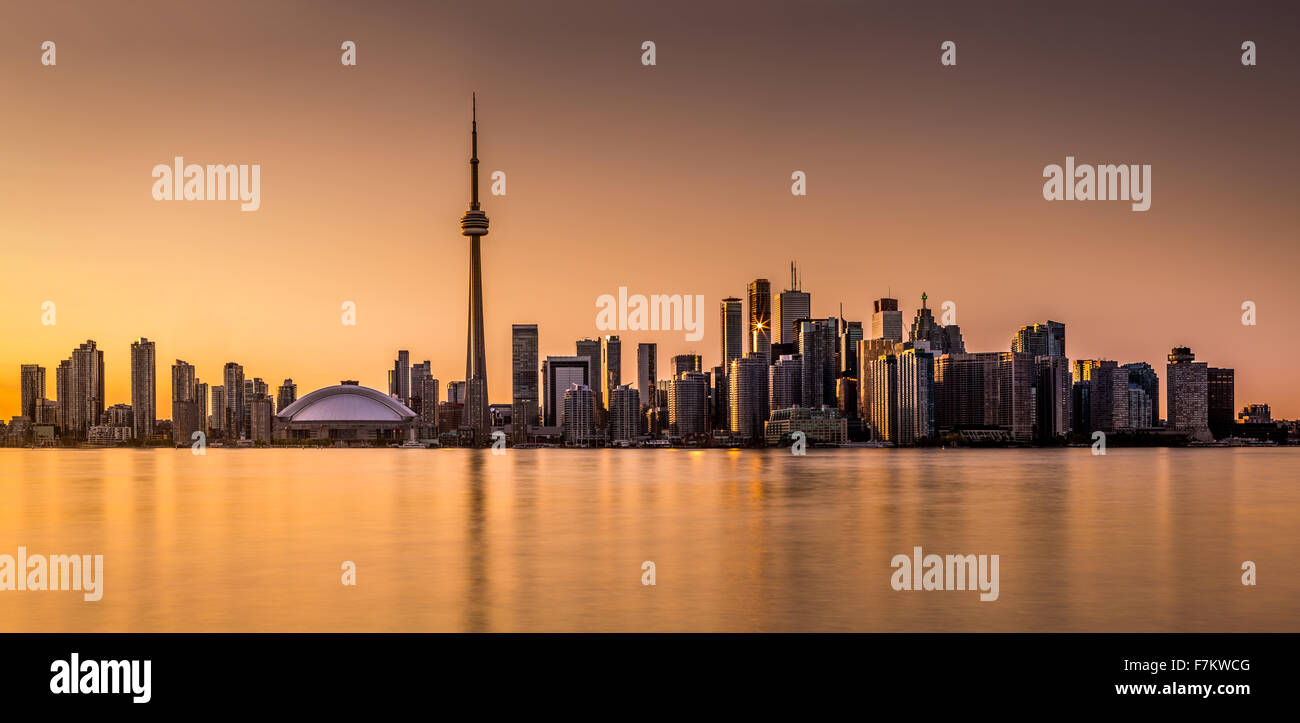 Toronto panorama at sunset viewed from Harbor Island Park - Stock Image