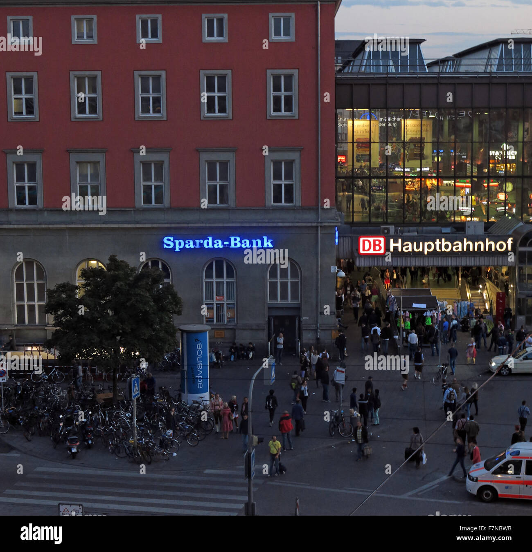 München,Hauptbahnhof,Munich,Hbf,railway,station,Germany,city,centre,center,Sparda,bank,SpardaBank,DB,dusk,night,shot,nightshot,crowd,crowds,busy,passenger,passengers,travel,transport,travel,Sparda-Bank,night shot,GoTonySmith,Buy Pictures of,Buy Images Of