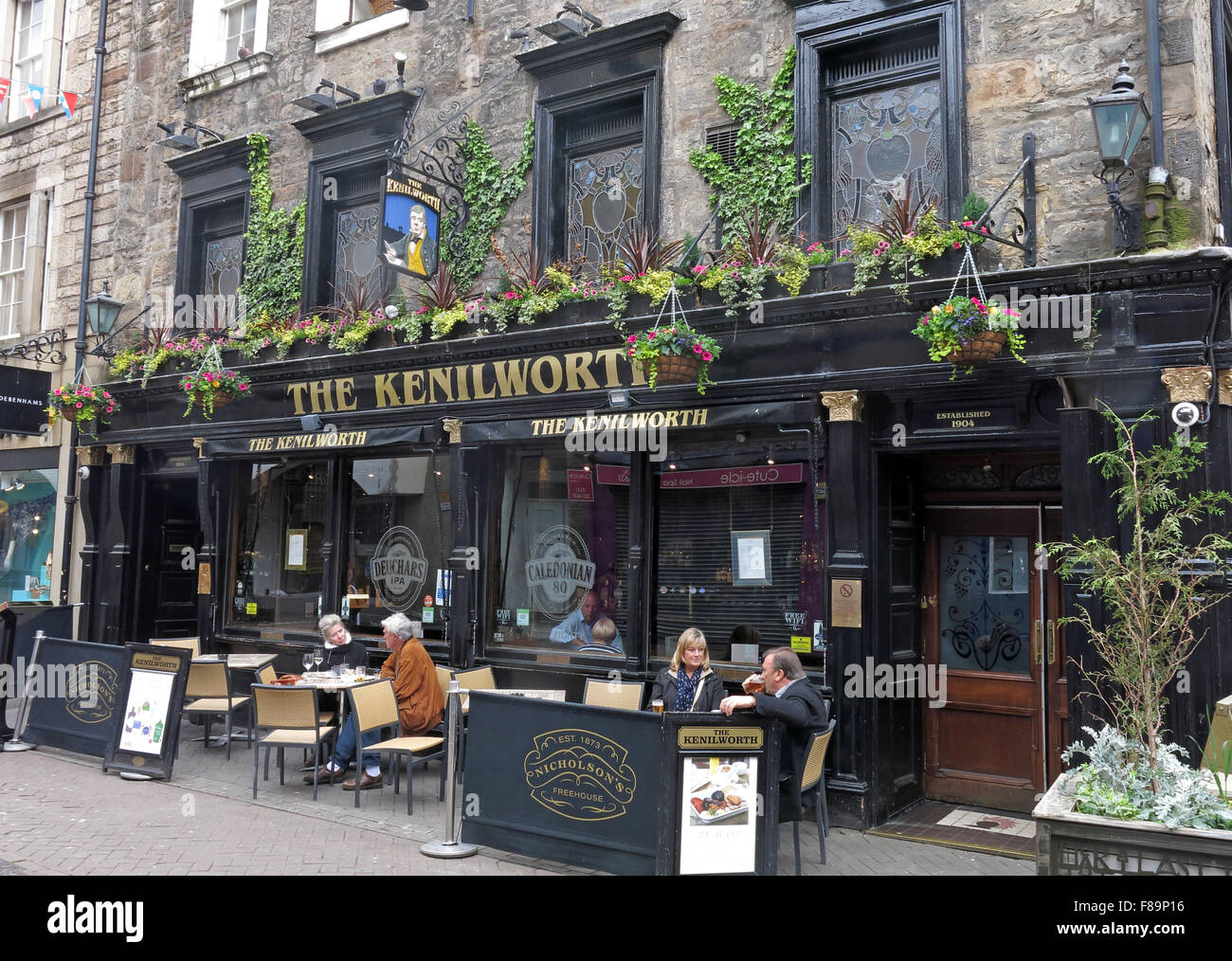 Pubs,stag,night,hen,nights,location,for,area,EDN,narrow,new,pedestrian,pedestrianised,scottish,shopping,st,street,town,Kenilworth,Nicholson,Nicholsons,rose street,Rose st,The Kenilworth,GoTonySmith,drinking,culture,alcoholism,alcoholics,AA,outside,street,history,historic,Buy Pictures of,Buy Images Of,Edinburgh Pubs,Edinburgh Pub