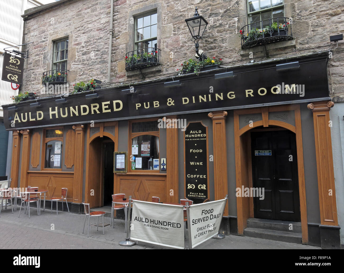 Pubs,stag,night,hen,nights,location,for,area,EDN,narrow,new,pedestrian,pedestrianised,scottish,shopping,st,street,town,dining,room,stone,rose street,Rose st,Auld Hundred,Pub,&,Dining,Room,Pub,and,Dining,Room,GoTonySmith,drinking,culture,alcoholism,alcoholics,AA,outside,street,history,historic,Buy Pictures of,Buy Images Of,Edinburgh Pubs,Edinburgh Pub