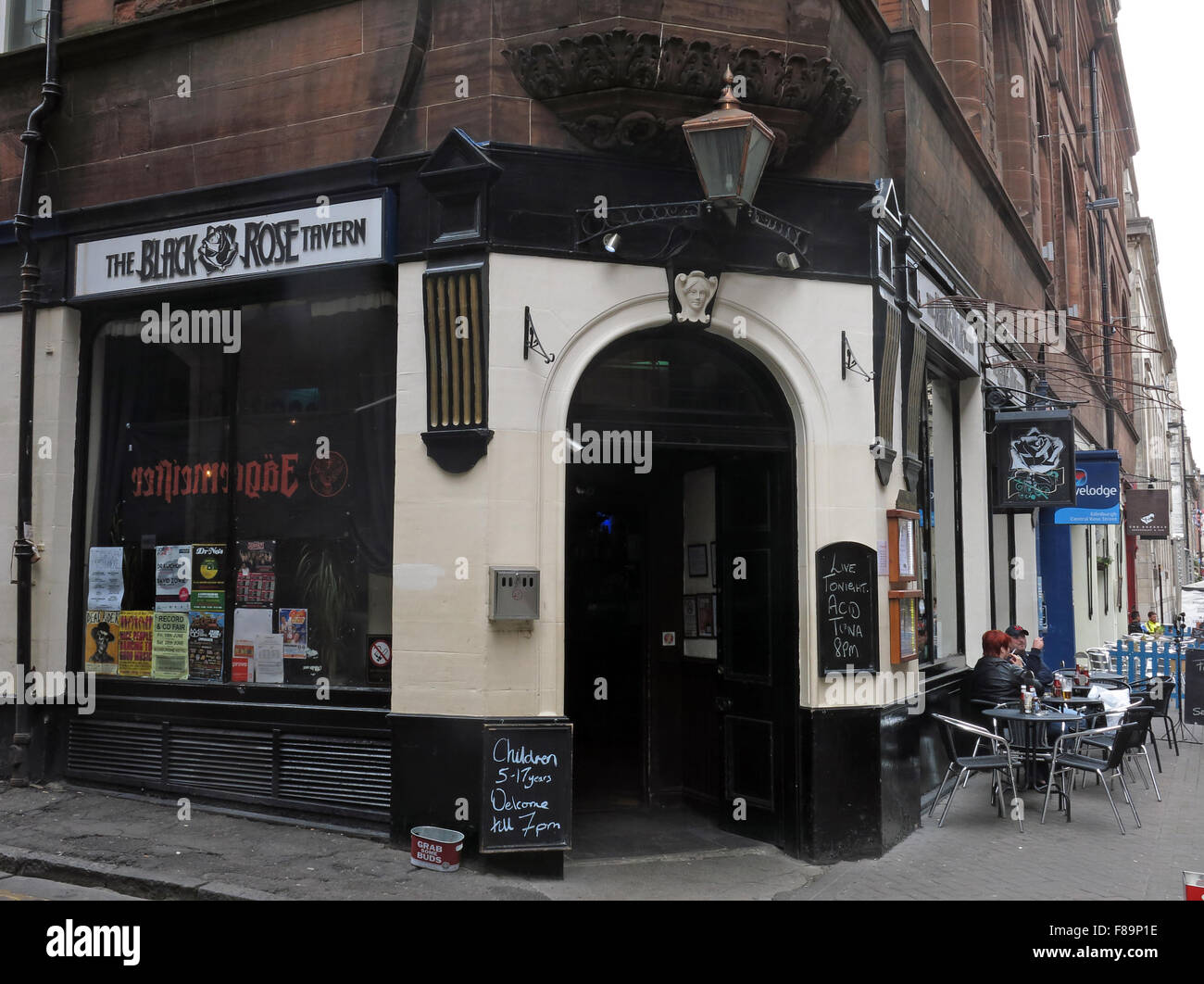 Pubs,stag,night,hen,nights,location,for,area,EDN,narrow,new,pedestrian,pedestrianised,scottish,shopping,st,street,town,Black,Rose,Tavern,rose street,Rose st,Black Rose Tavern,GoTonySmith,drinking,culture,alcoholism,alcoholics,AA,outside,street,history,historic,Buy Pictures of,Buy Images Of,Edinburgh Pubs,Edinburgh Pub