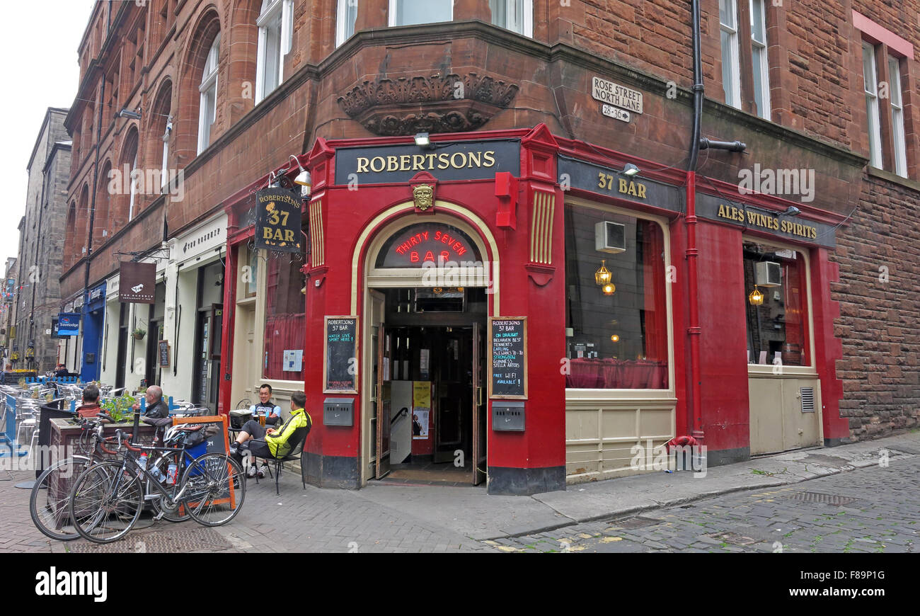 Pubs,stag,night,hen,nights,location,for,area,EDN,narrow,new,pedestrian,pedestrianised,scottish,shopping,st,street,town,Robertsons,Pub,37bar,rose street,Rose st,37 Bar,GoTonySmith,drinking,culture,alcoholism,alcoholics,AA,outside,street,history,historic,Buy Pictures of,Buy Images Of,Edinburgh Pubs,Edinburgh Pub