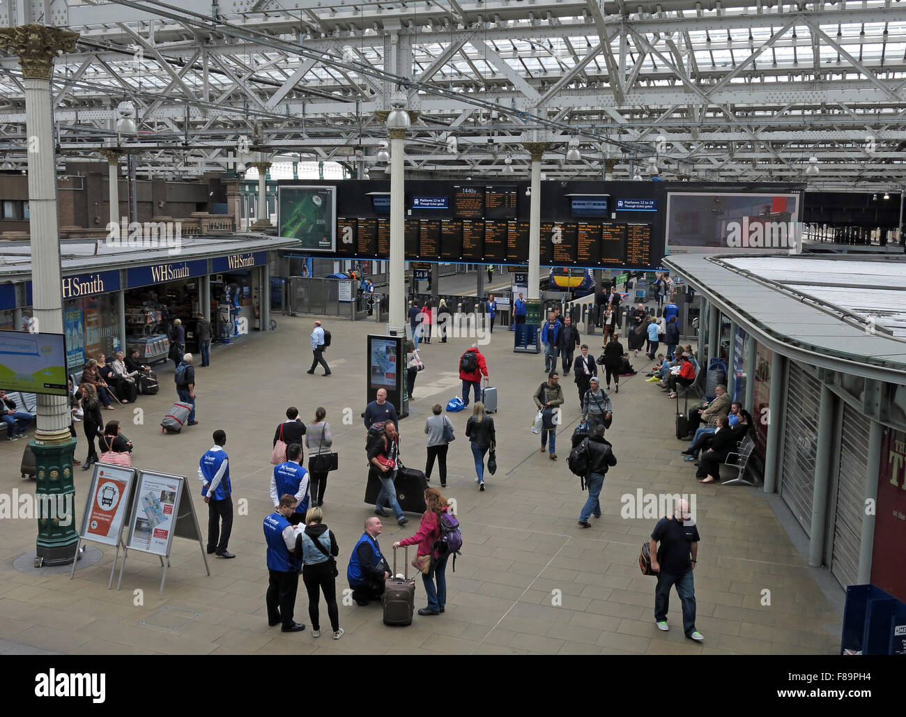 Main,City,Centre,Terminus,transit,transport,train,travel,inside,interior,Scotrail,British,Rail,BR,Franchise,Network,people,passenger,passengers,customers,terminal,ECML,East,Coast,Line,concourse,departure,board,boards,Waverley,Railway,Station,waiting,main station,British Rail,Network rail,GoTonySmith,display,Buy Pictures of,Buy Images Of