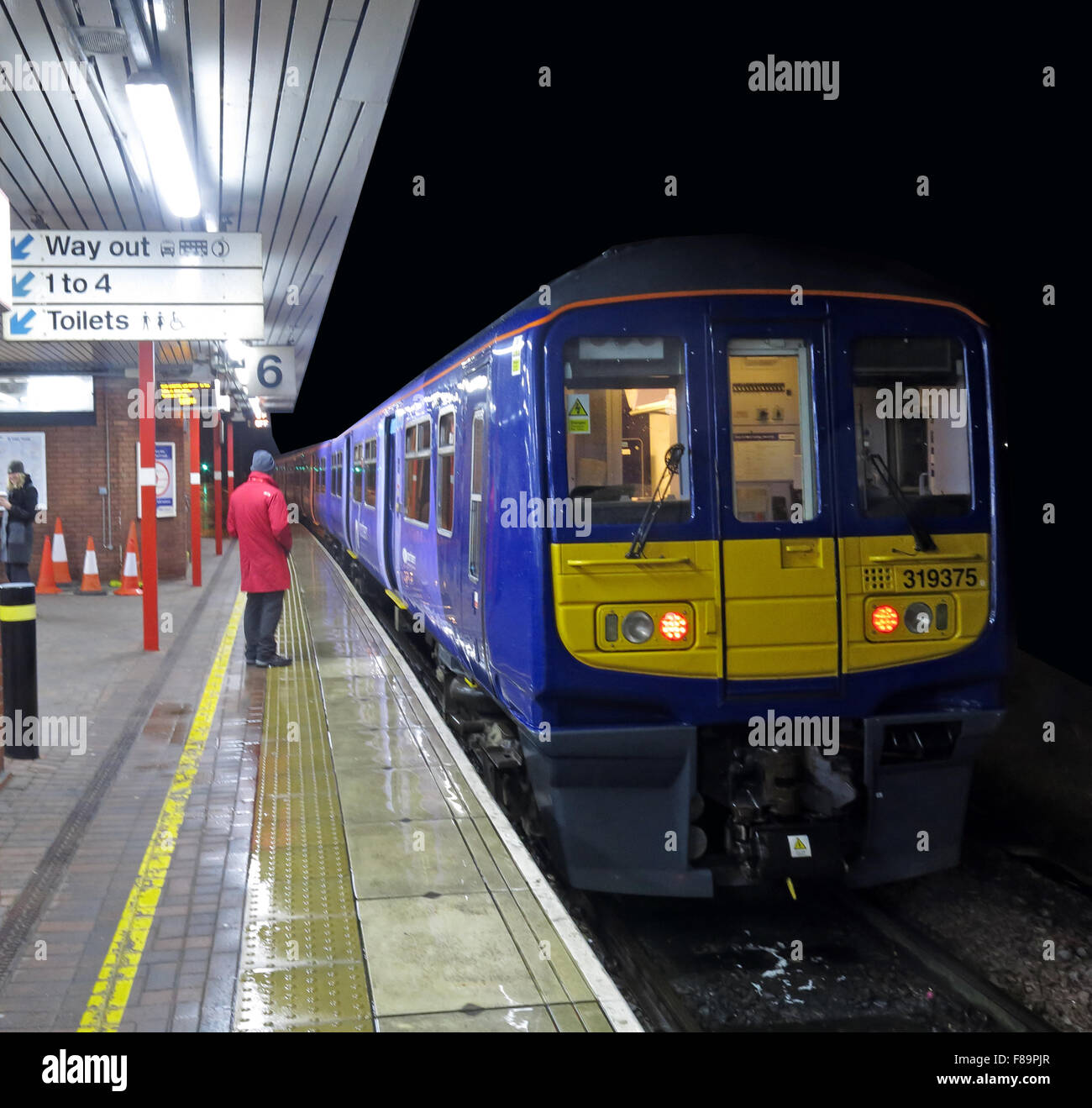 Lancashire,night,dusk,nighttime,time,platform,at,the,Station,Lancs,England,UK,GB,Great,Britain,logo,livery,rail,railway,franchise,TOC,train,operating,company,319375,class,319,Class319,Serco,Abellio,Abelio,United Kingdom,Northern Electric,Northern Rail,Class 319,Class 319 electric trains,GoTonySmith,service,paint,paintwork,NorthWest,Buy Pictures of,Buy Images Of