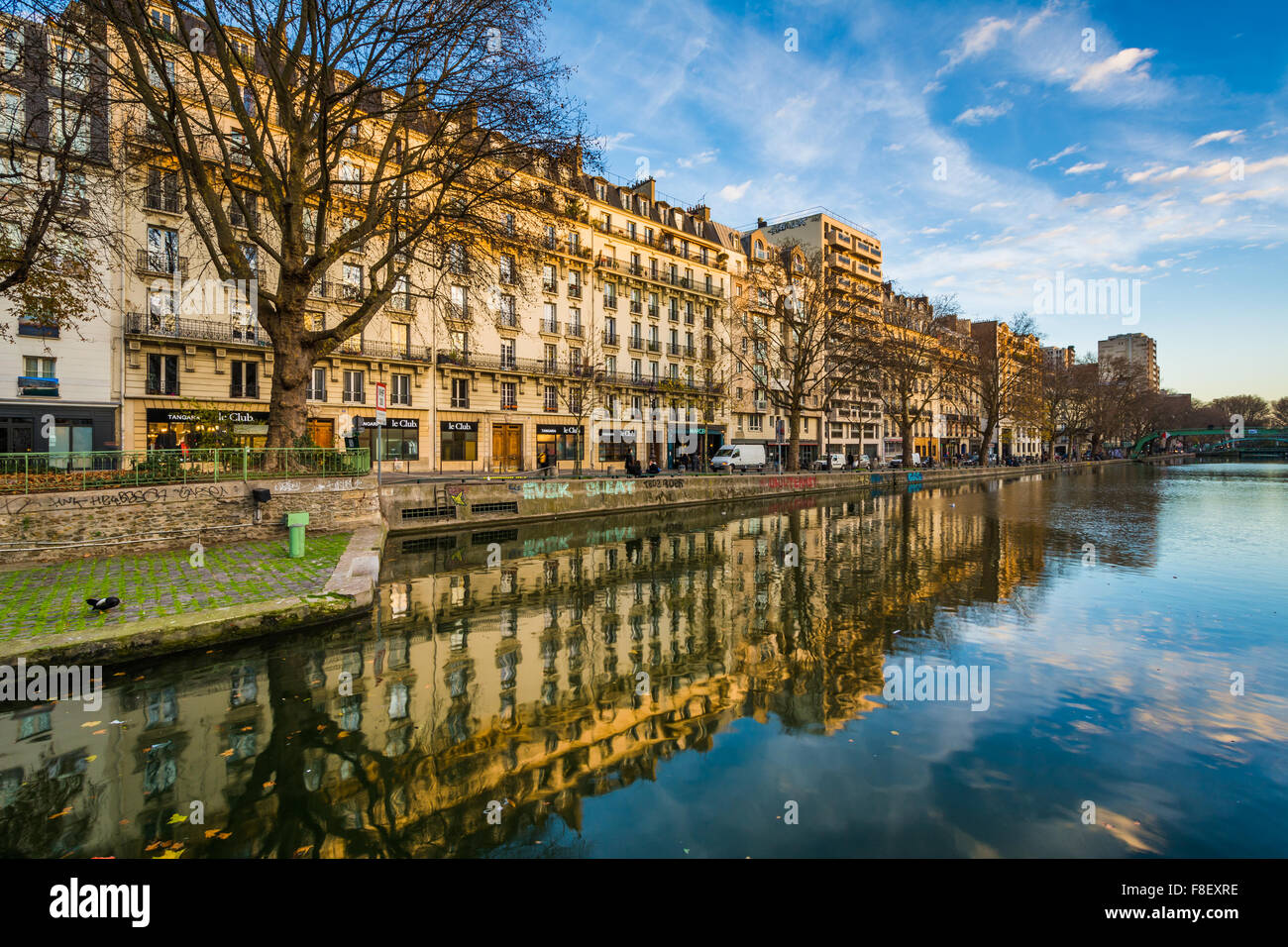 Buildings reflecting in Canal Saint-Martin, in Paris, France. - Stock Image