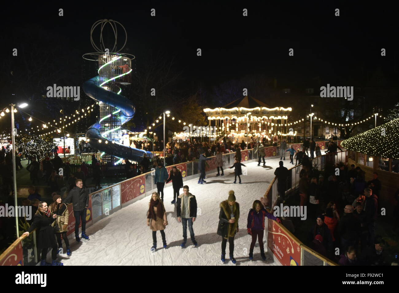 Edinburgh, Scotland, UK. 13th December, 2015. Shoppers throng to the Christmas Market and ice skate in St Andrew's - Stock Image