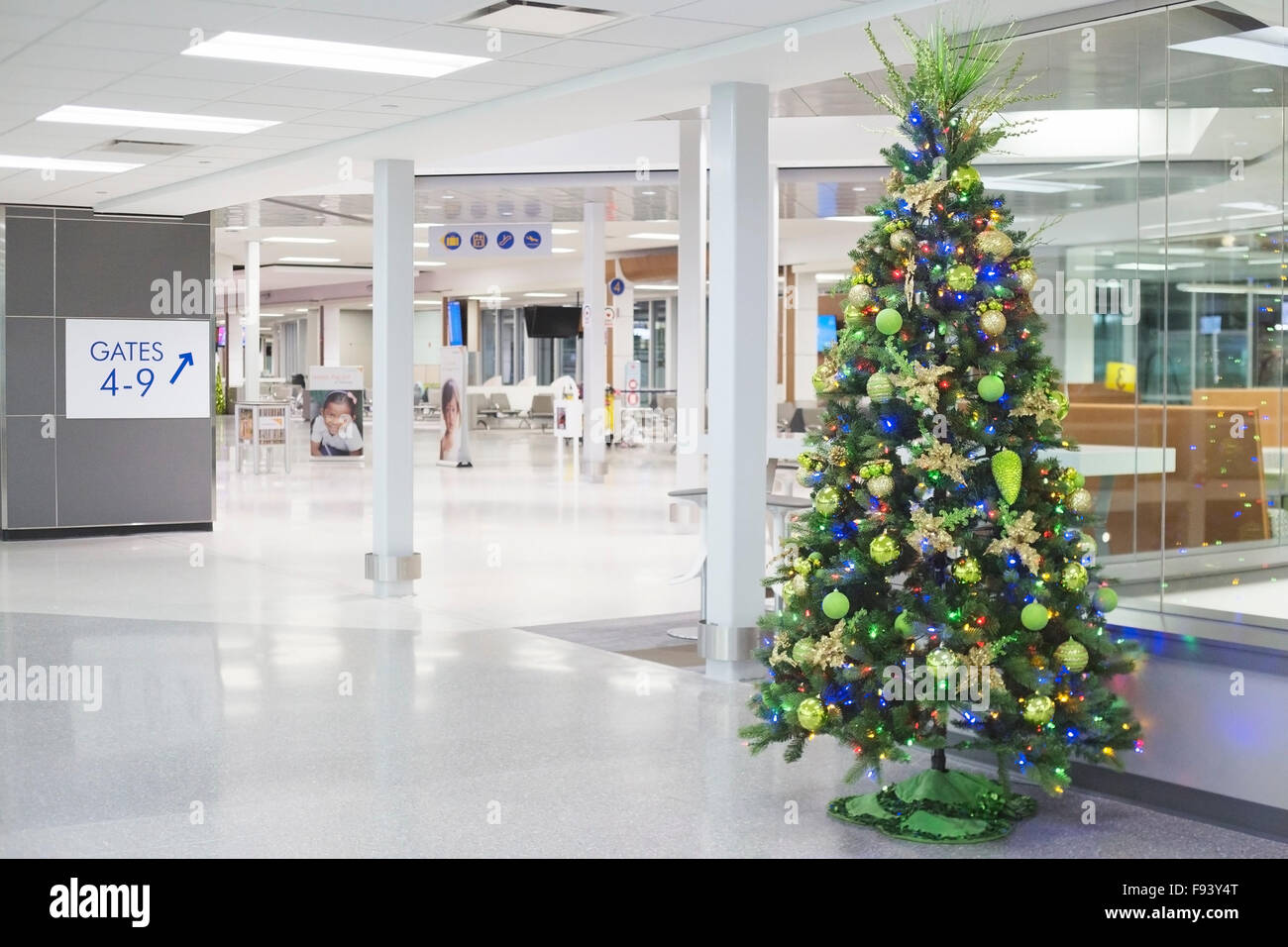 Christmas tree, Saskatoon John G Diefen baker International Airport ...