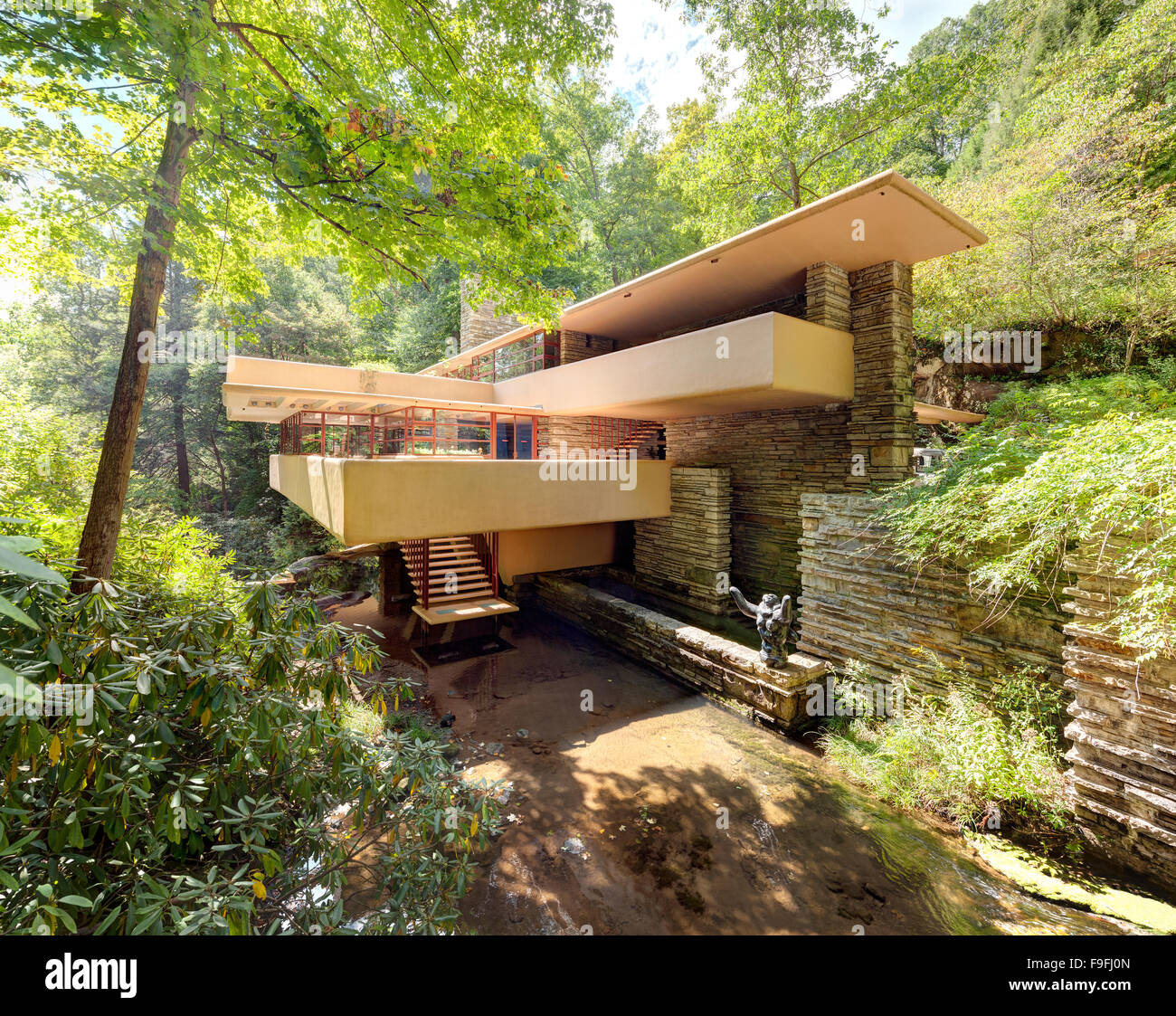 https://c7.alamy.com/comp/F9FJ0N/fallingwater-or-kaufmann-residence-aka-falling-water-is-a-house-by-F9FJ0N.jpg