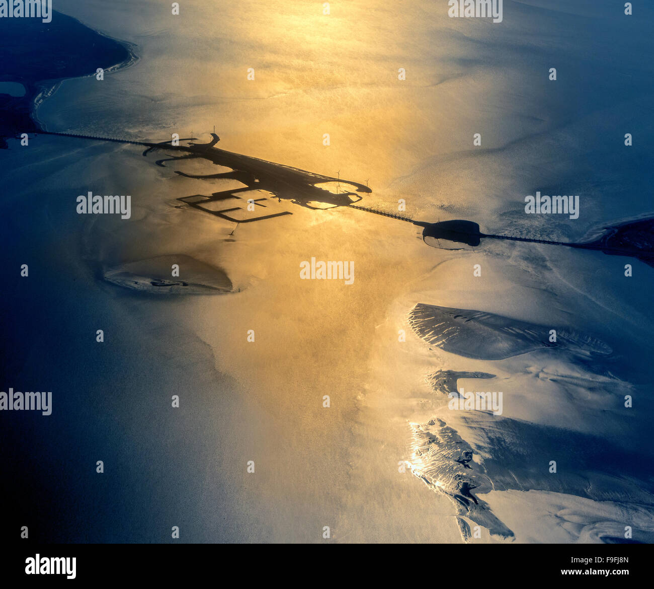 https://c7.alamy.com/comp/F9FJ8N/oosterschelde-storm-surge-or-flood-barrier-part-of-dutch-delta-works-F9FJ8N.jpg