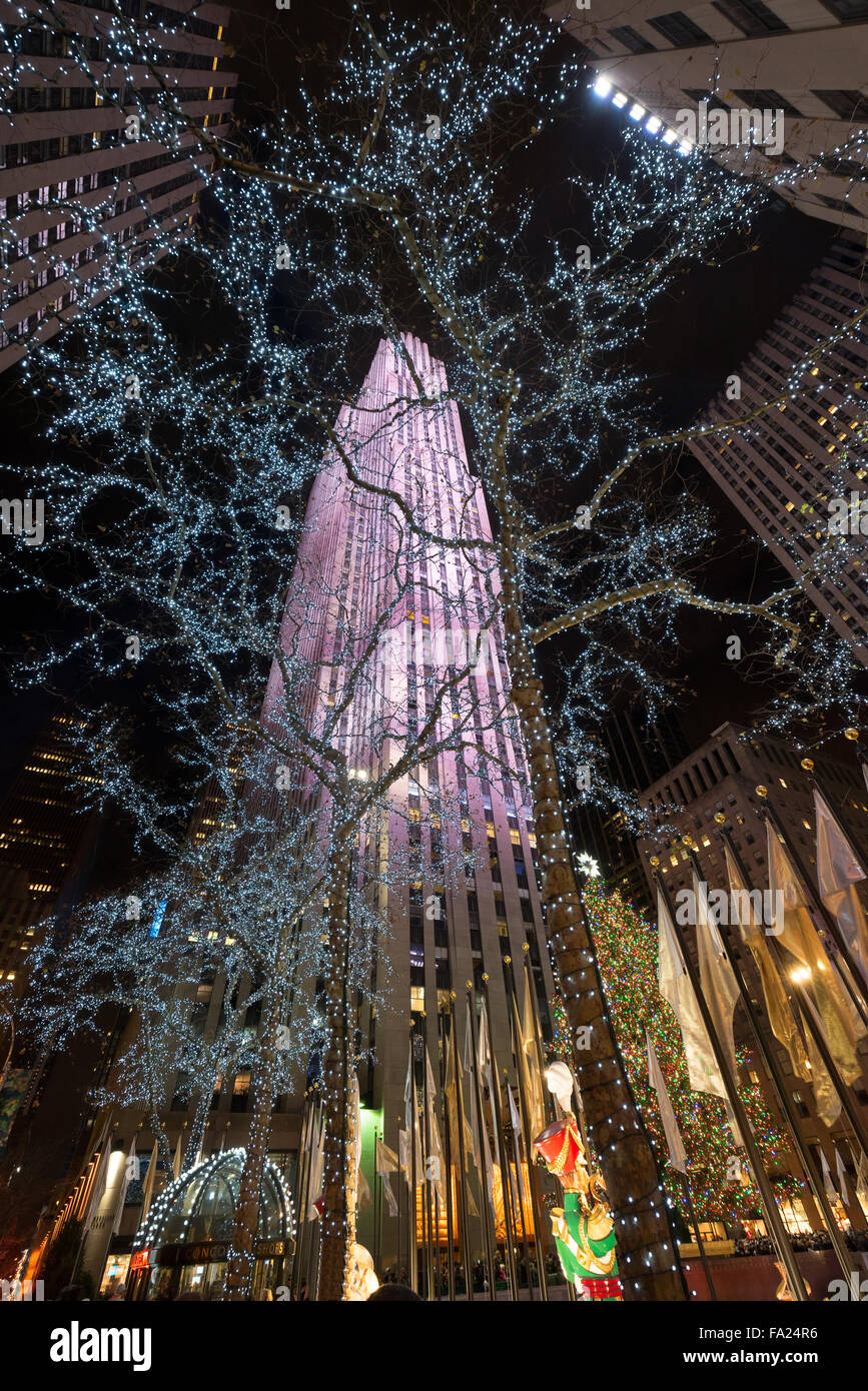 Winter holiday lights and Christmas decorations at Rockefeller Plazza with Rockefeller Center, Midtown Manhattan, - Stock Image