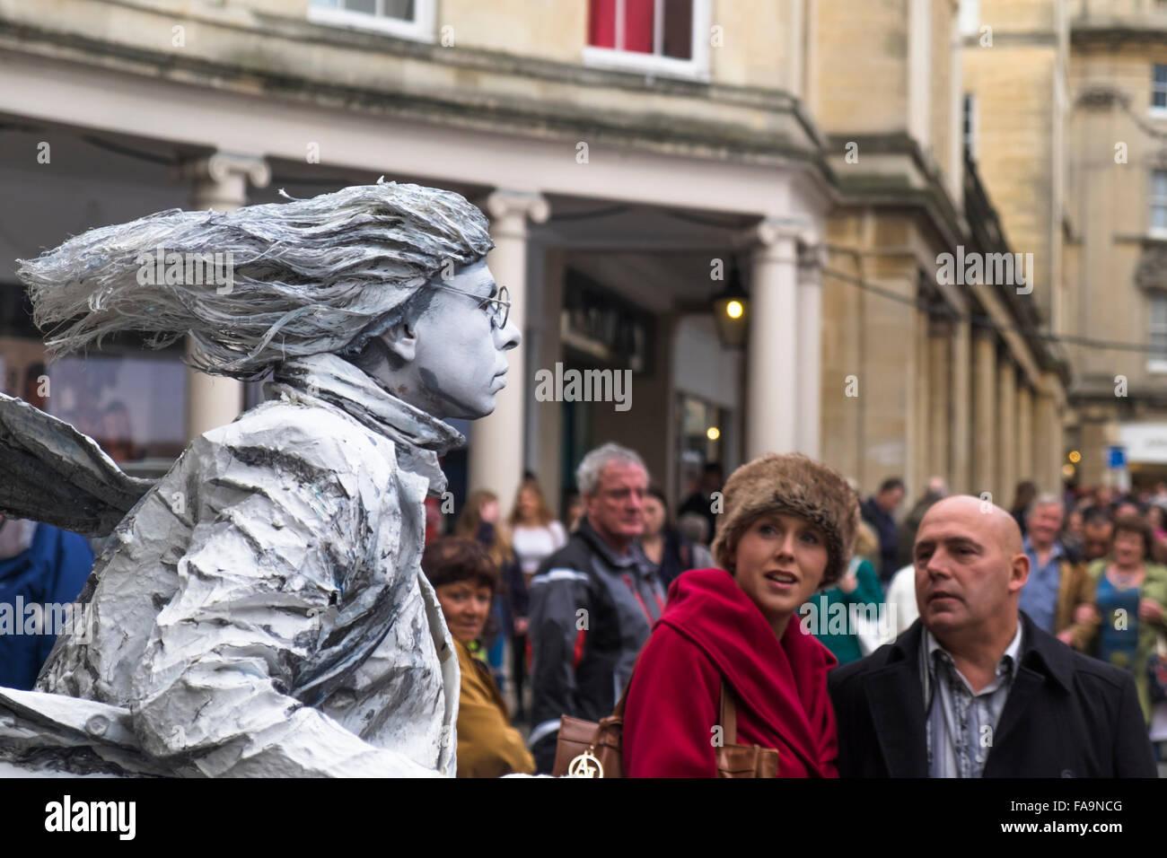 the-silver-living-statue-in-bath-city-ce