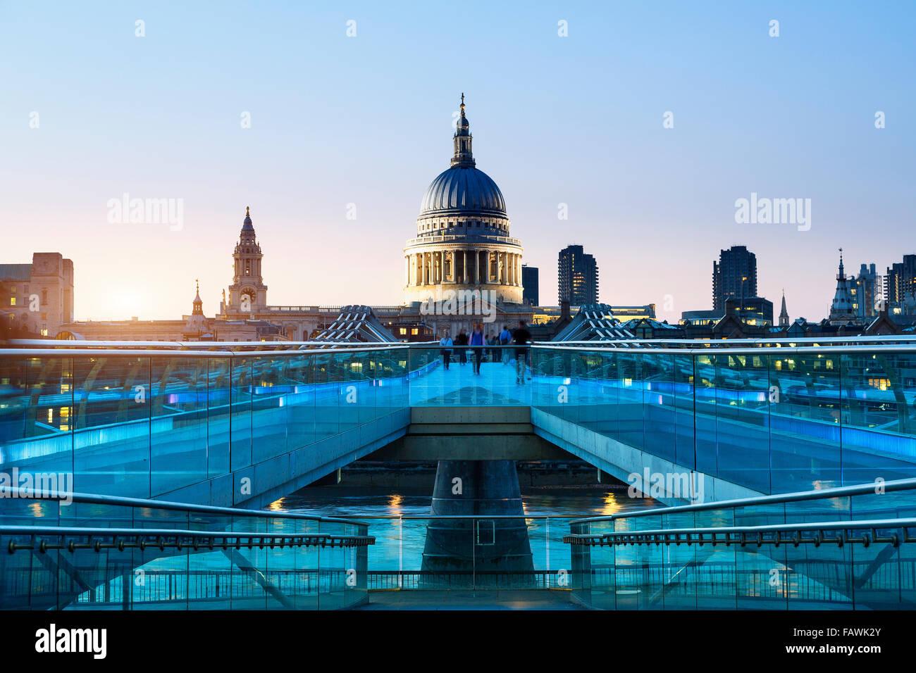 London, Millennium bridge illuminated - Stock Image