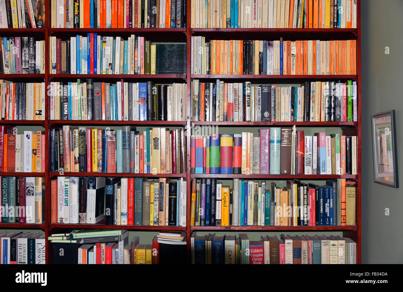 bookshelves-in-domestic-property-FB34DA.jpg