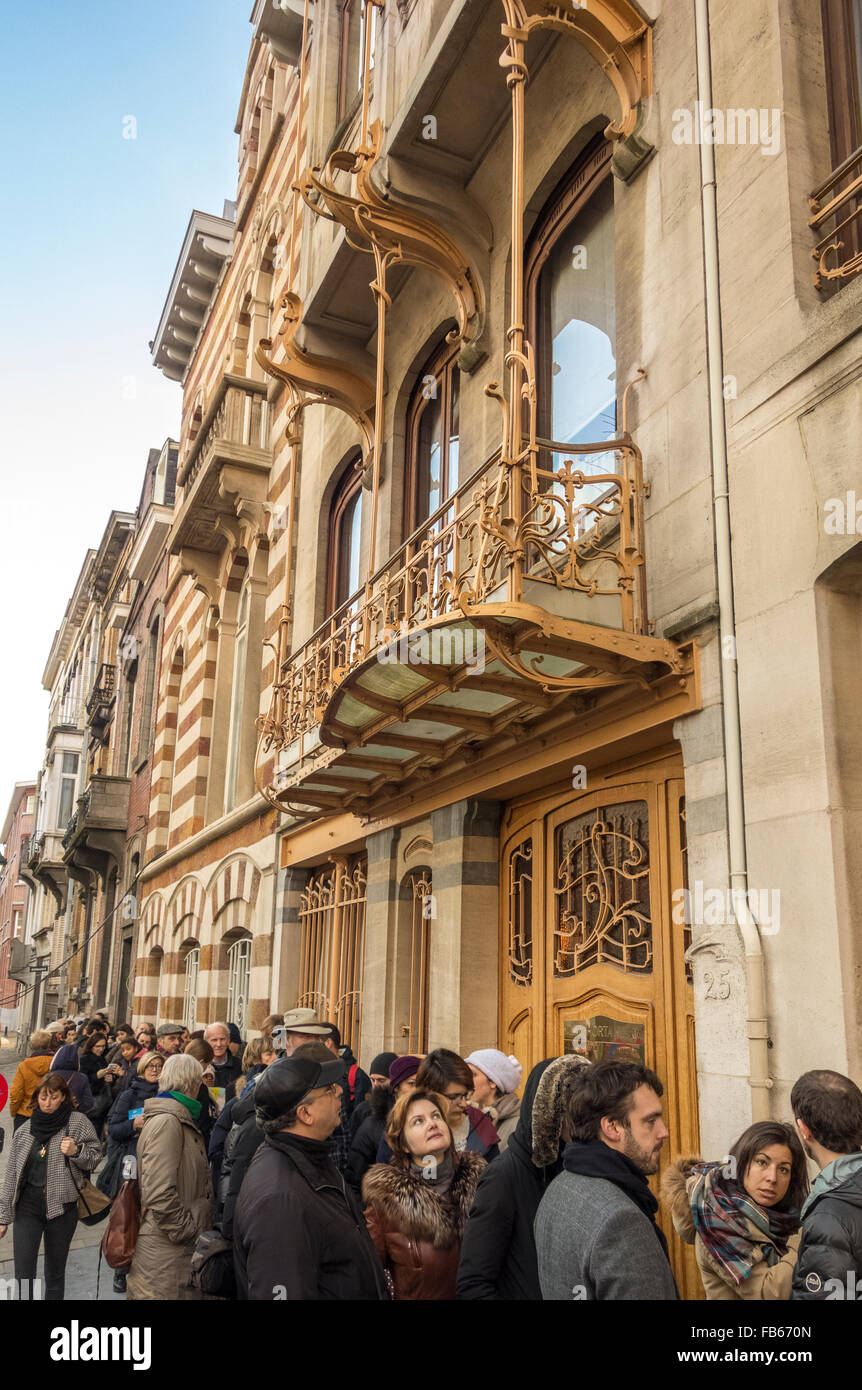 https://c7.alamy.com/comp/FB670N/waiting-in-line-outside-horta-museum-brussels-muse-horta-the-private-FB670N.jpg