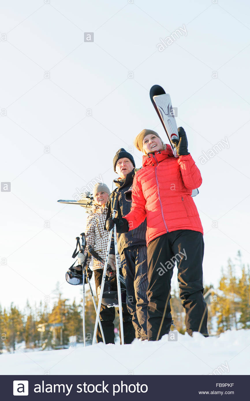 Sweden, Harjedalen, Vemdalen, Klovsjo, Father and two daughters on ski holidays - Stock Image