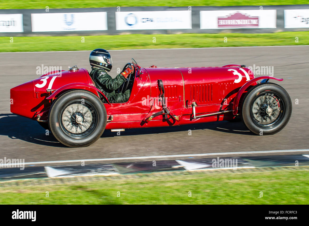 1931-maserati-tipo-26m-owned-by-julian-majzub-and-driven-by-duncan-FCRFC3.jpg