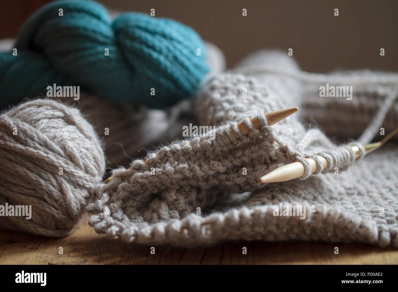 Knitting needles and wool - Stock Image