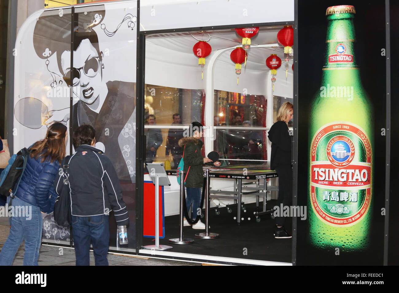 Manchester, UK. 5th February, 2016. Passers by looking into a ping pong bar in Manchester where table tennis is - Stock Image