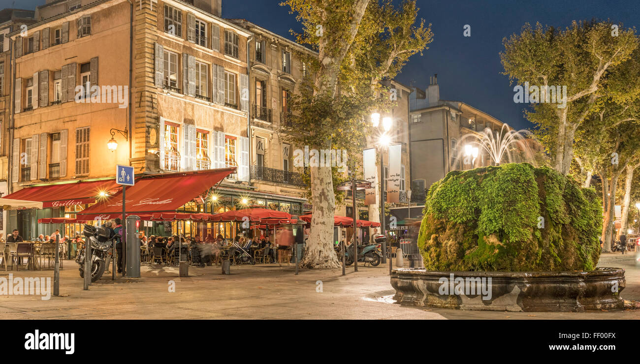 Brasserie , Fountain, Cours Mirabeau, Boulevard at night, Aix en Provence. Provence, France - Stock Image