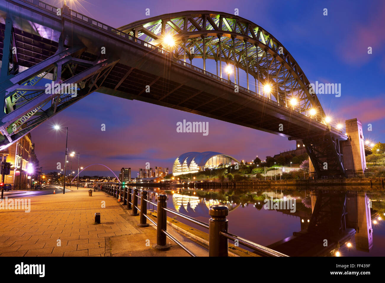 The Tyne Bridge over the river Tyne in Newcastle, England at night. - Stock Image