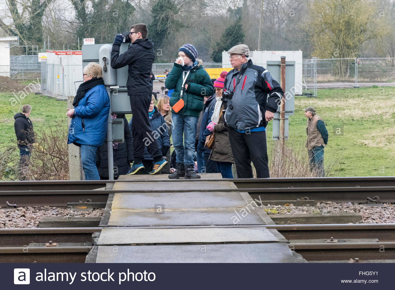 Offord Cluny, Cambridgeshire, UK. 25th February, 2016. Train enthusiasts wait for the Flying Scotsman, but not always Stock Photo