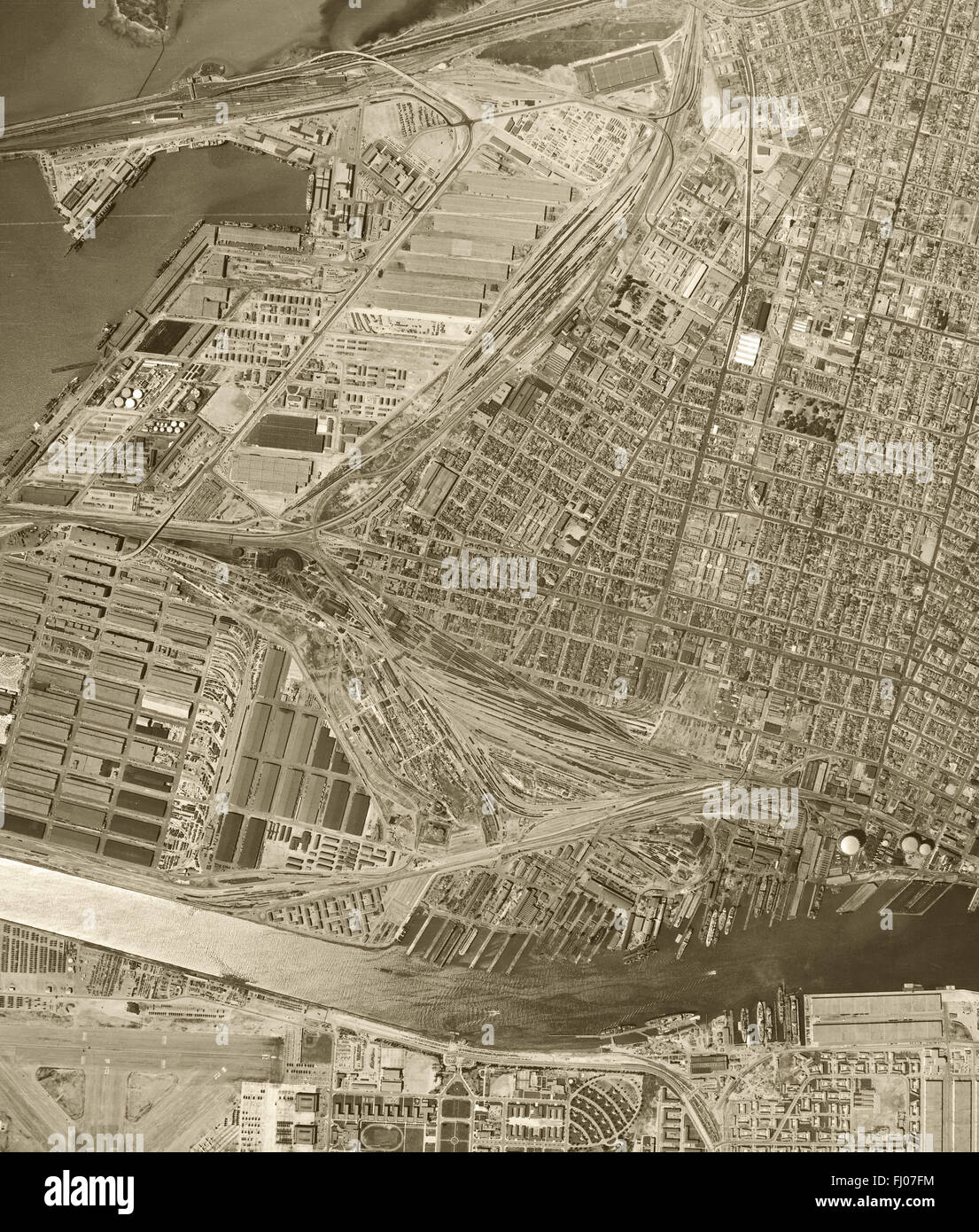 historical aerial photograph of the Port of Oakland, Oakland, California, 1946 - Stock Image