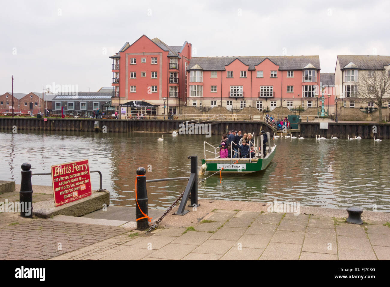 Exeter Quay - Butts Ferry - a hand-operated pedestrian cable ferry that crosses the River Exe Stock Photo