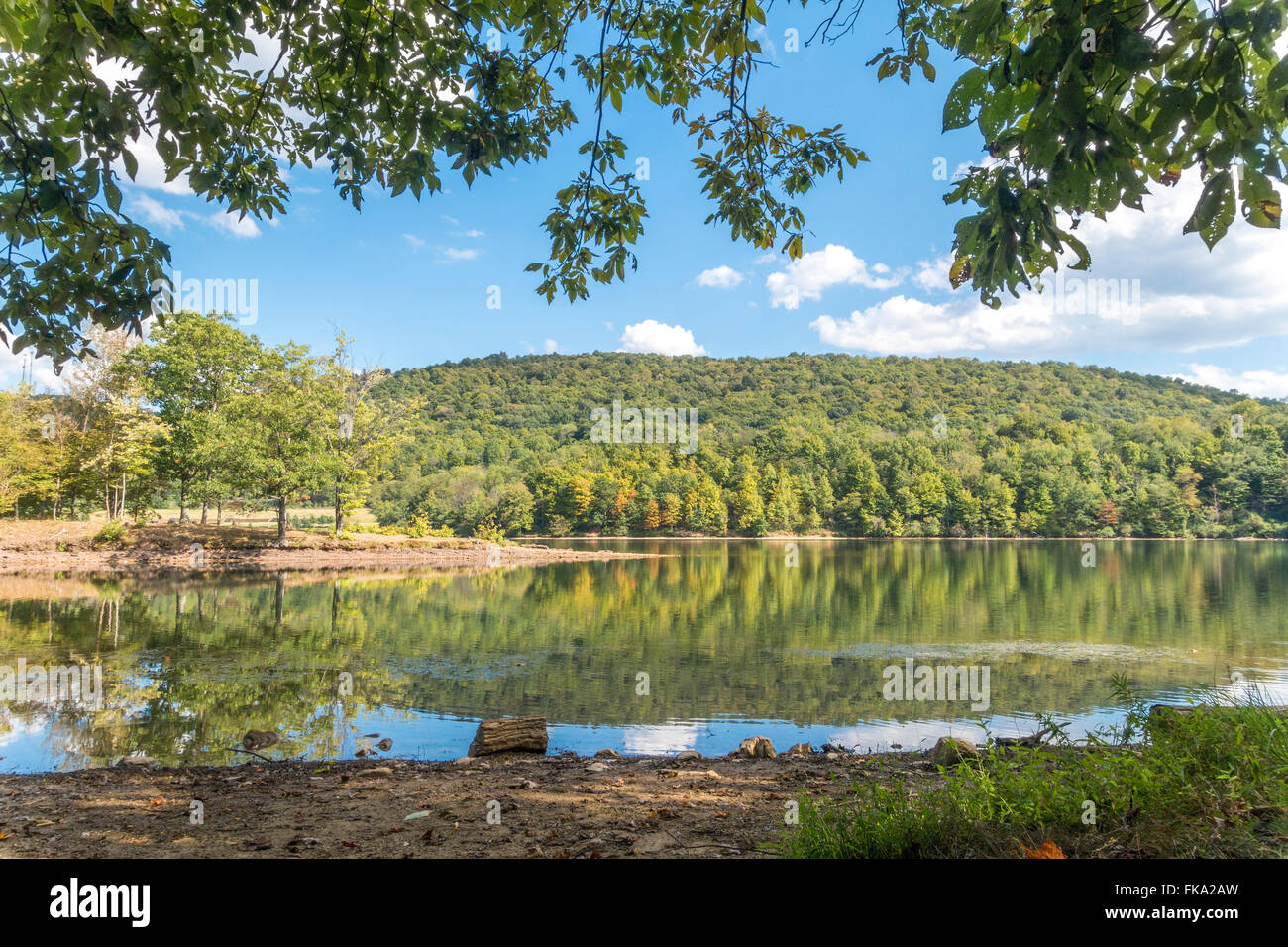 https://c7.alamy.com/comp/FKA2AW/lake-habeeb-in-rocky-gap-state-park-near-cumberland-maryland-totally-FKA2AW.jpg