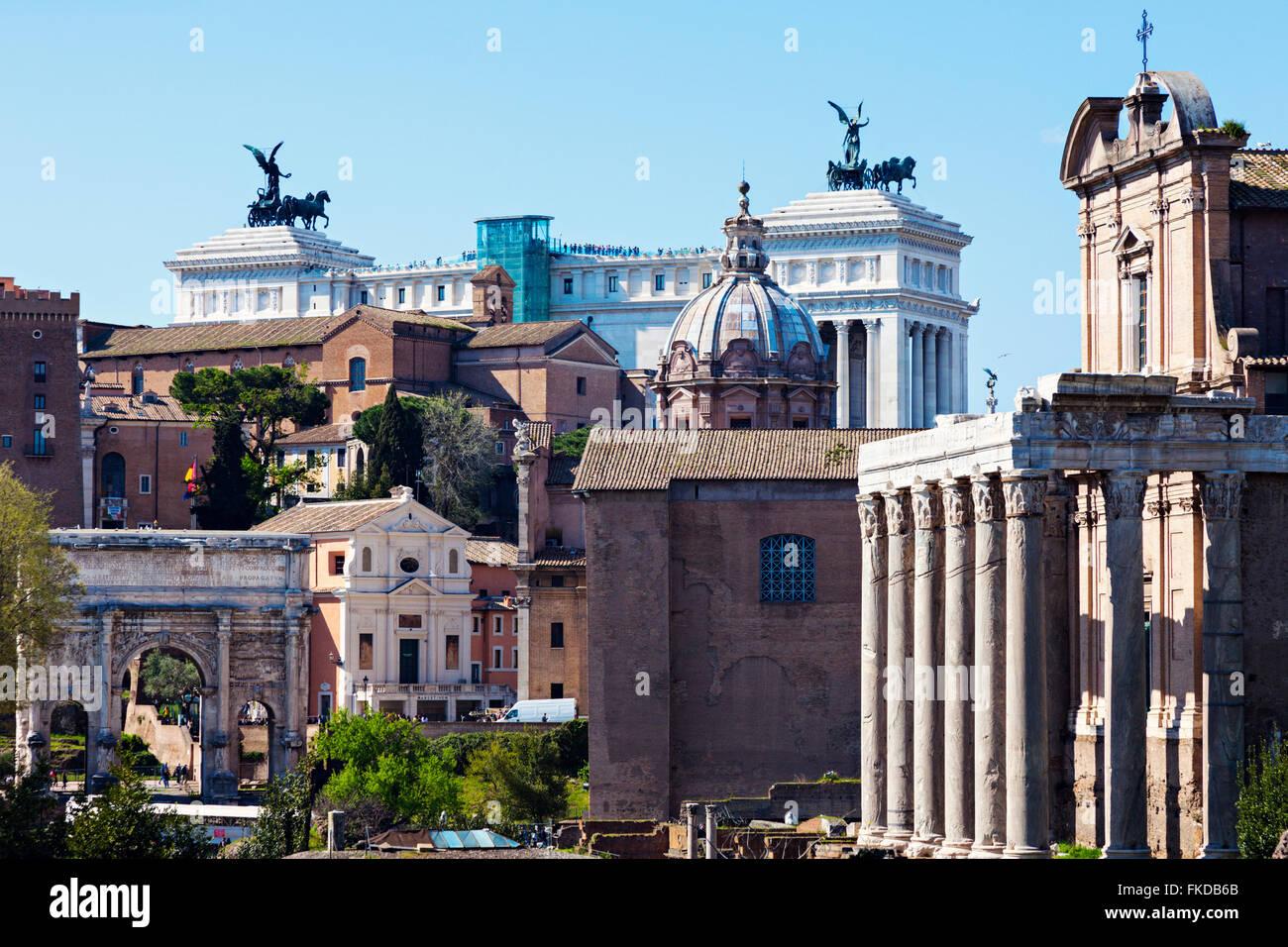 Roman Forum and Monument of Vittorio Emanuele II against blue sky - Stock Image