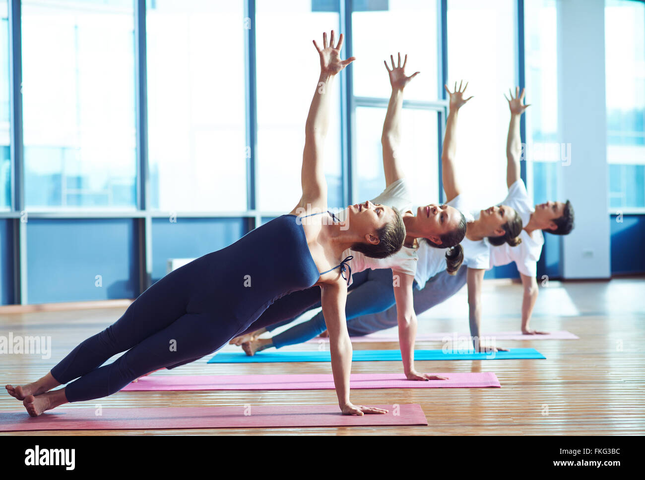 pose yoga group