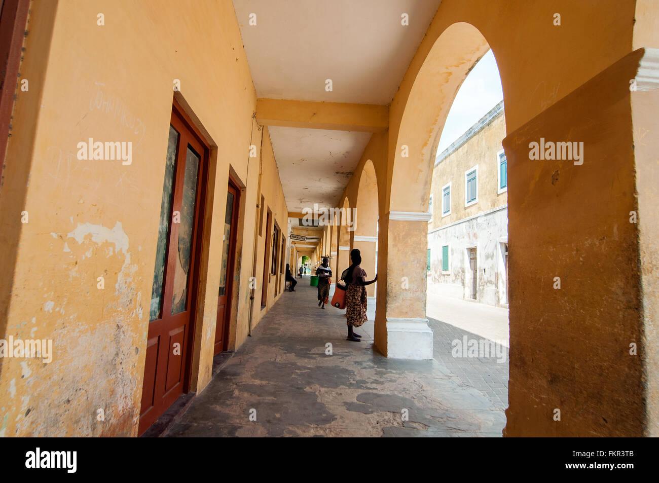 Colonial arcade, Ilha de Mozambique, Nampula, Mozambique - Stock Image