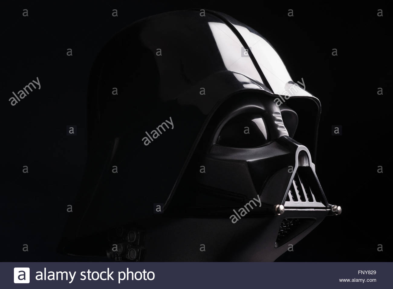 star-wars-darth-vader-helmet-replica-by-