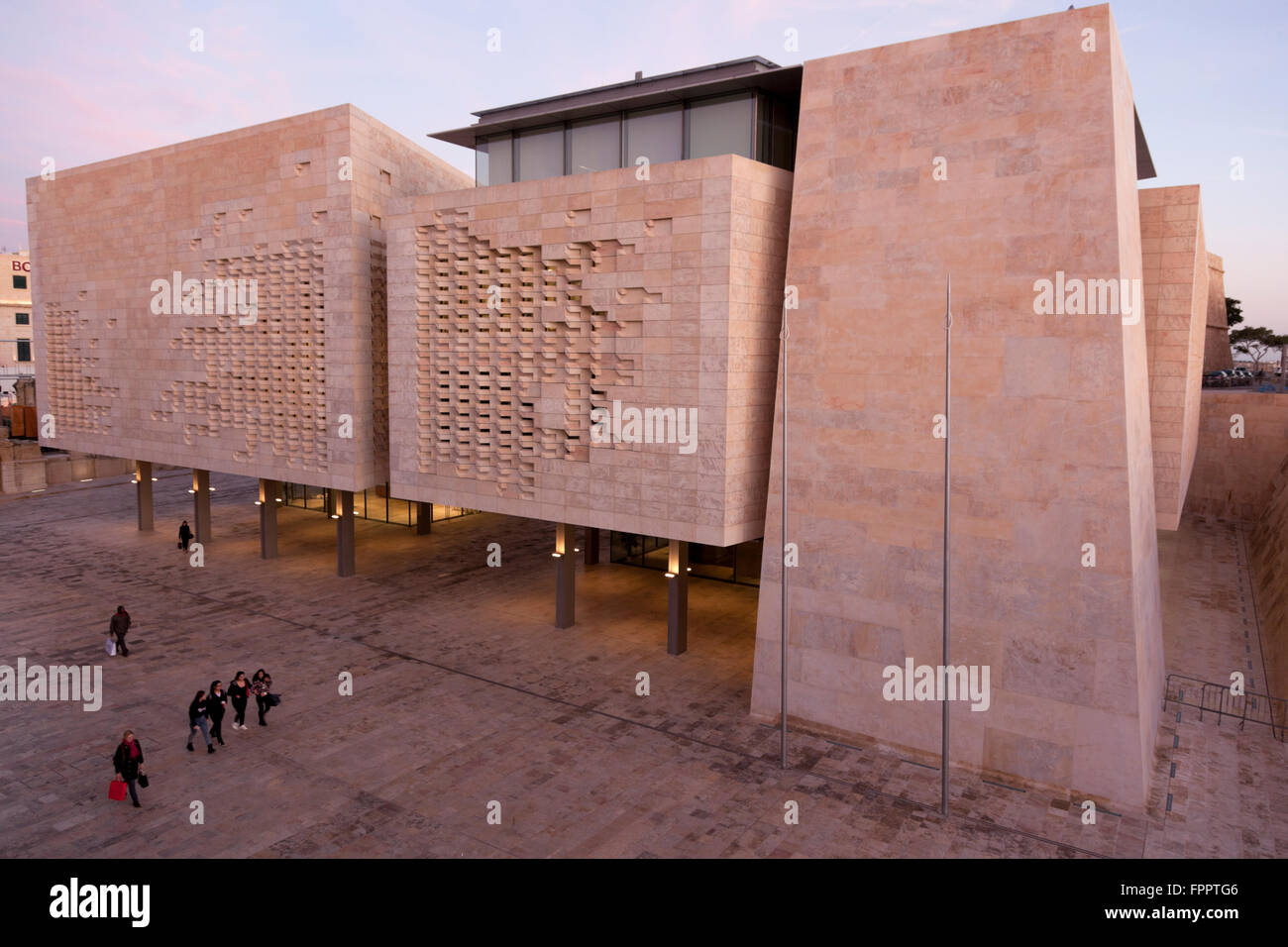 The blocks of the new parliament in Valletta are a minimalist and angular continuity of the nearby pentagonal Cavalier. - Stock Image