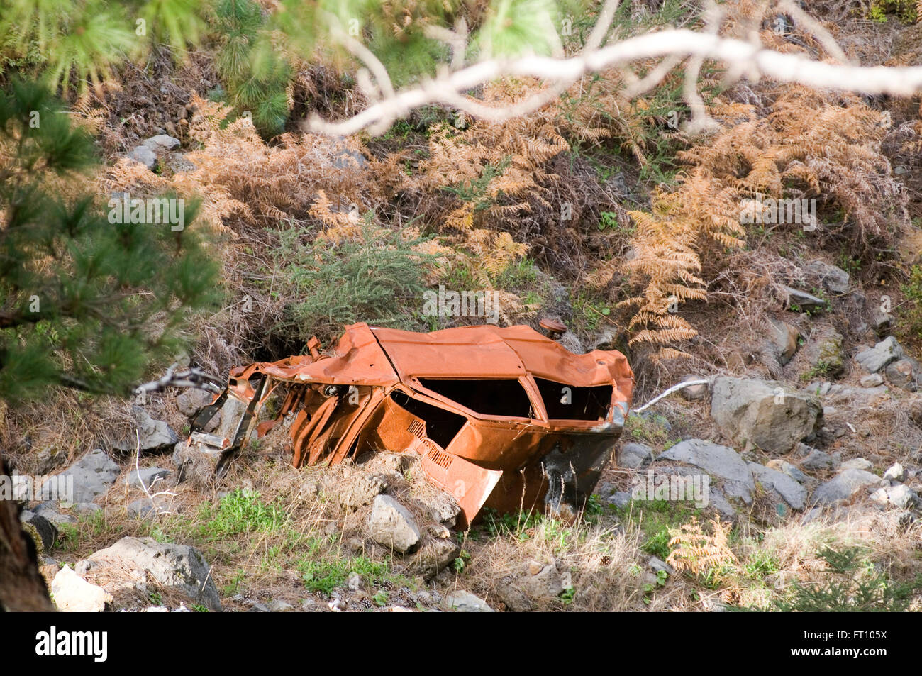 crashed car cars crash at the bottom of a valley ravine rust rusty junk scrap wreck wrecked insurance no claims - Stock Image
