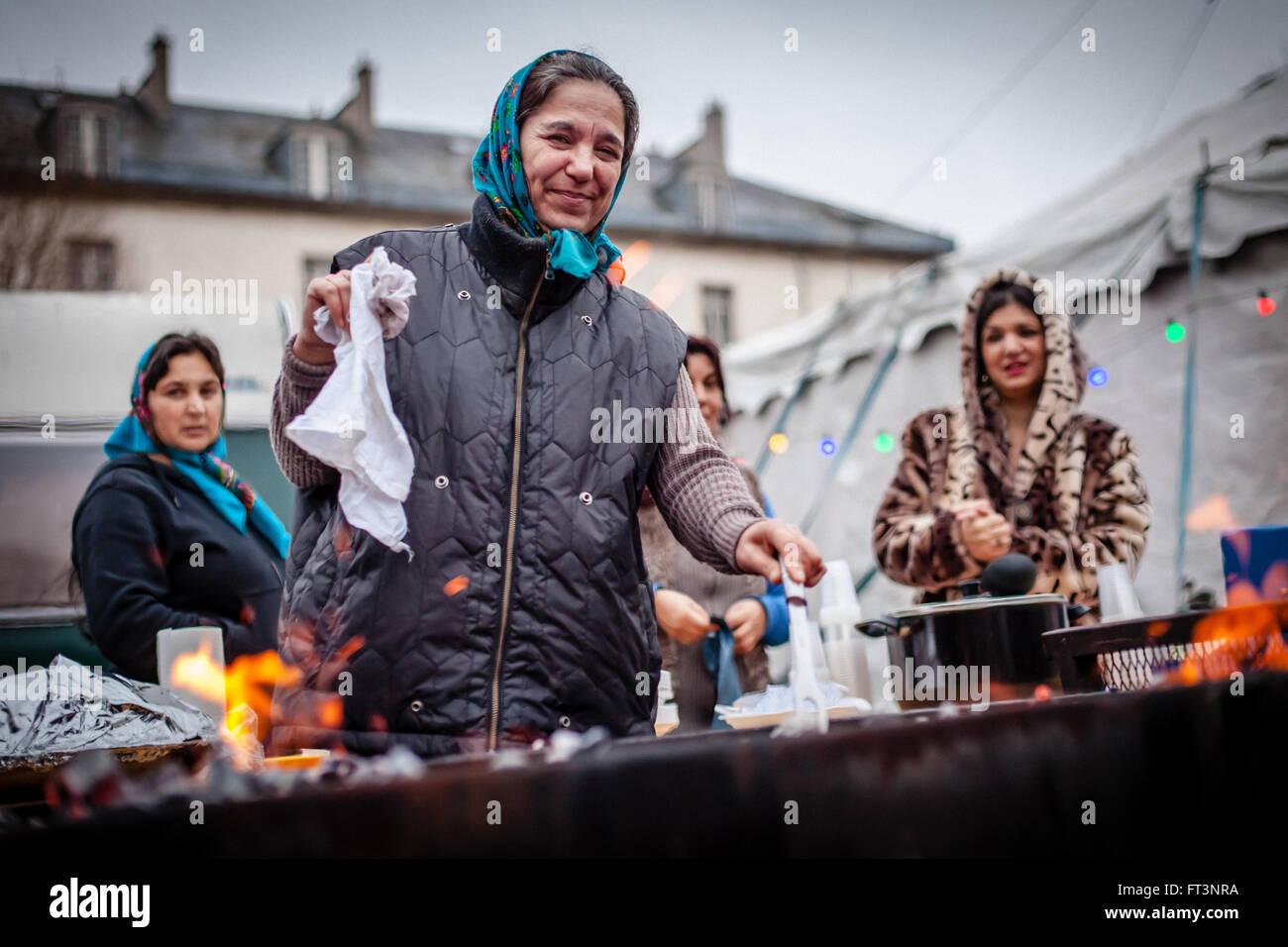 Gypsies women cooking - Stock Image