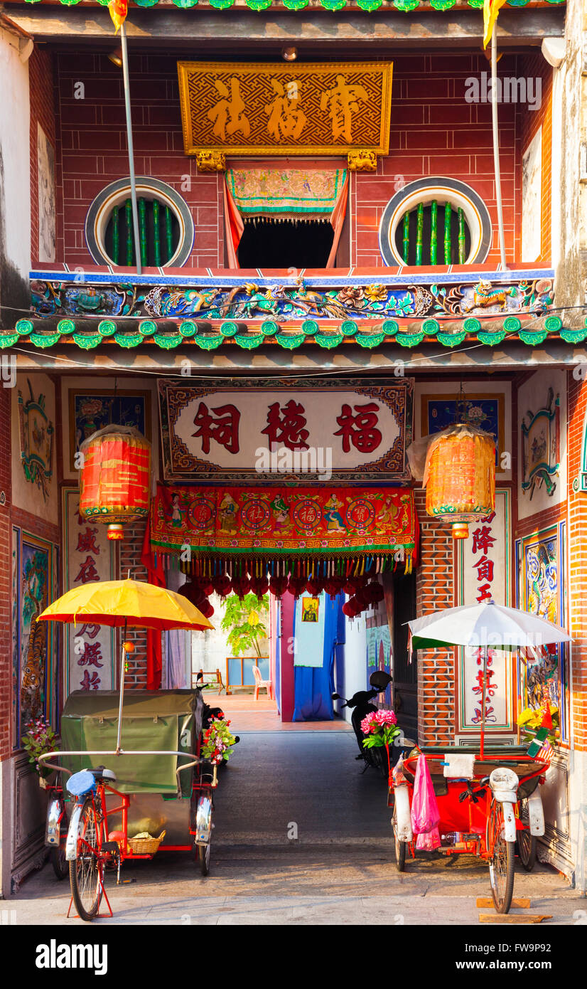 Rickshaw tricycles near the entrance to Hock Teik Cheng Sin Temple, Armenian Street, Penang, Malaysia Stock Photo