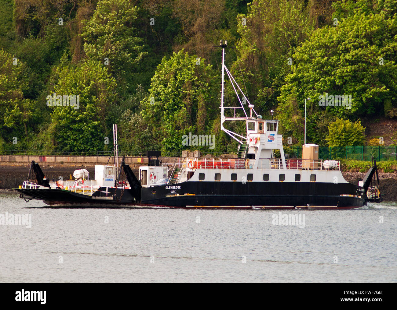 cross-river-ferry-glenbrook-makes-the-crossing-from-passage-to-rushbrooke-FWF7GB.jpg