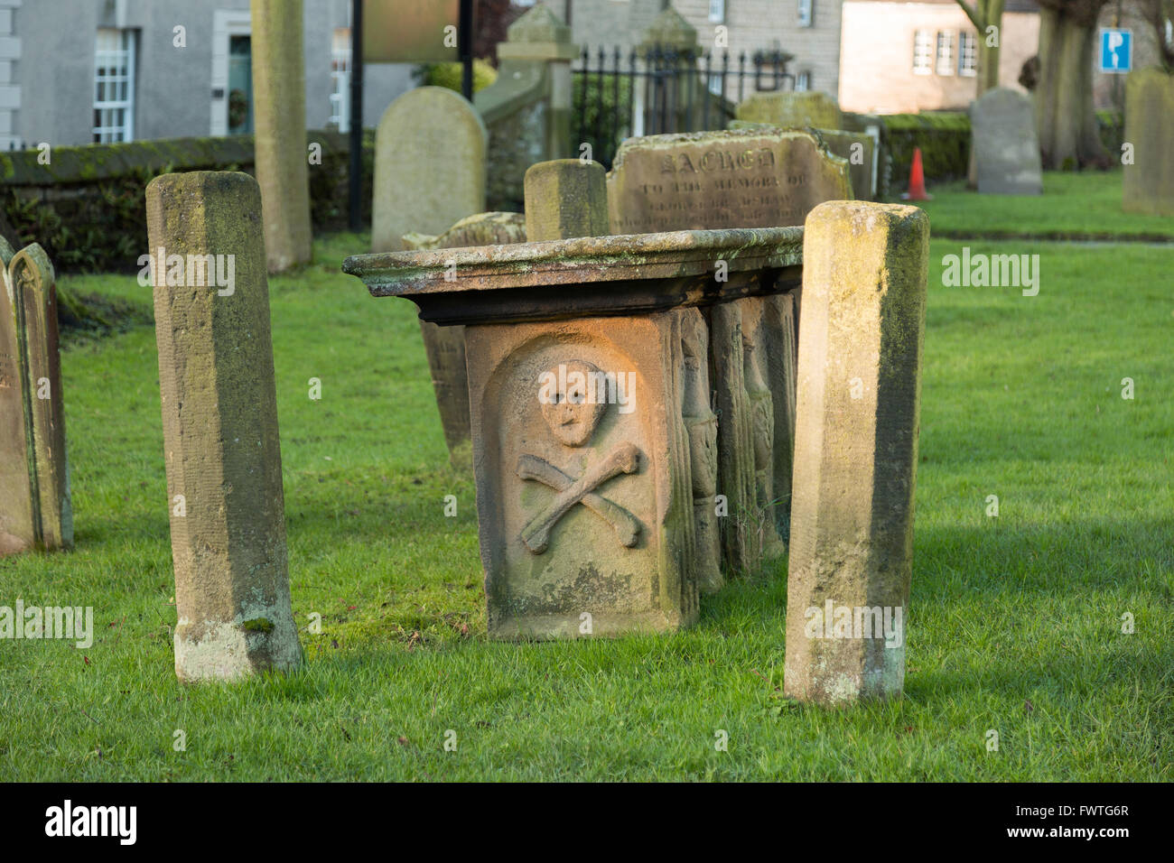 Tomb reflecting the past in Eyam when the village was ravaged by the Bubonic plague in 1665-66. - Stock Image